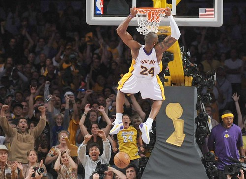 Kobe Bryant dunking during a Laker game
