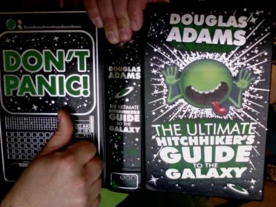 DON'T PANIC! - The Hitchhiker's Guide to the Galaxy