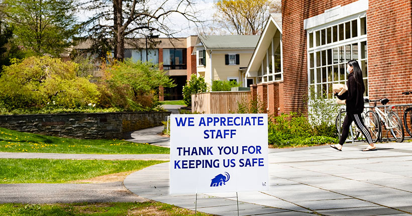 A sign in front of Valentine Hall thanking amherst college dining and other essential staff for keeping the campus safe