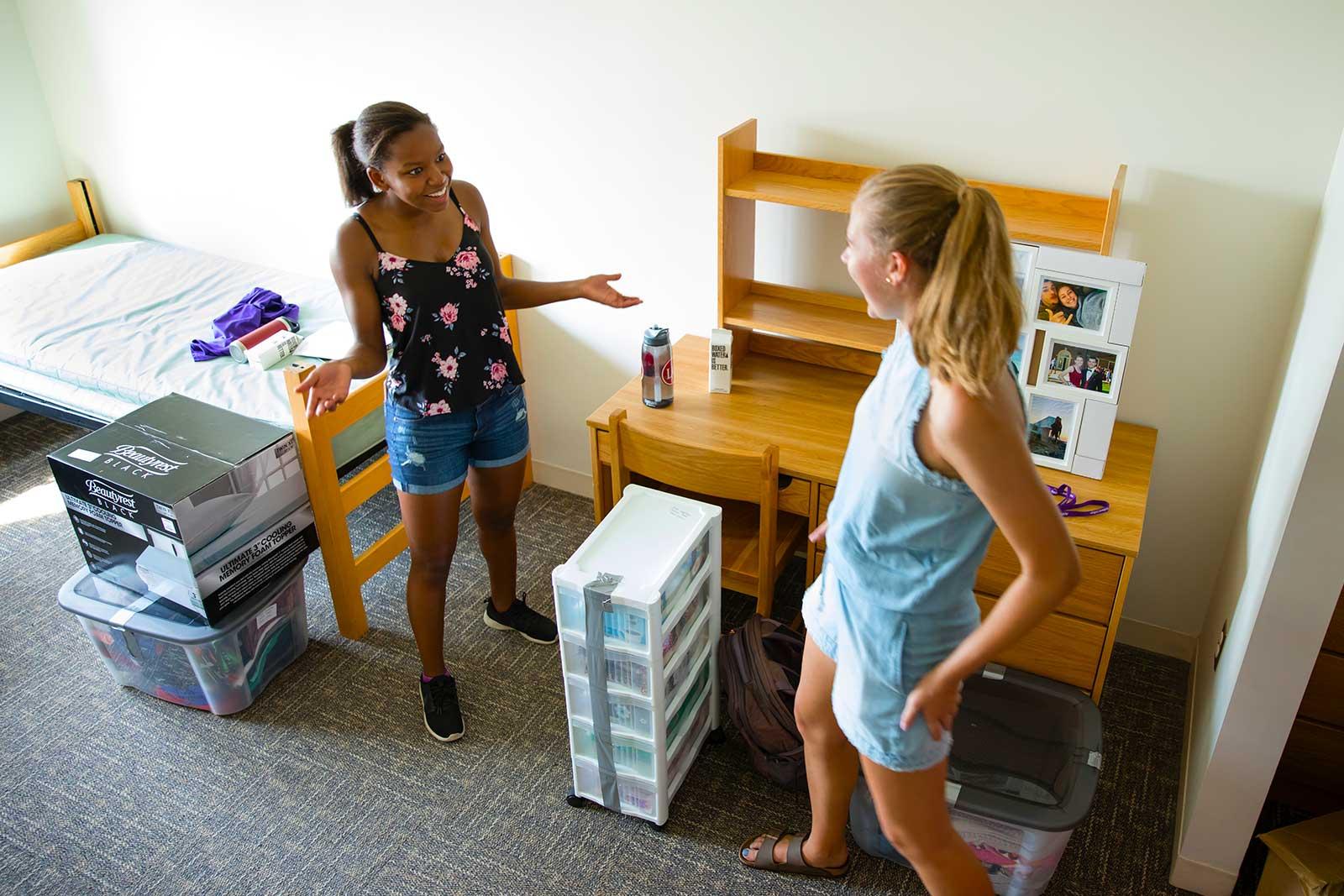 Roommates Ruby Hastie '22 and Julia Zabinska '22.