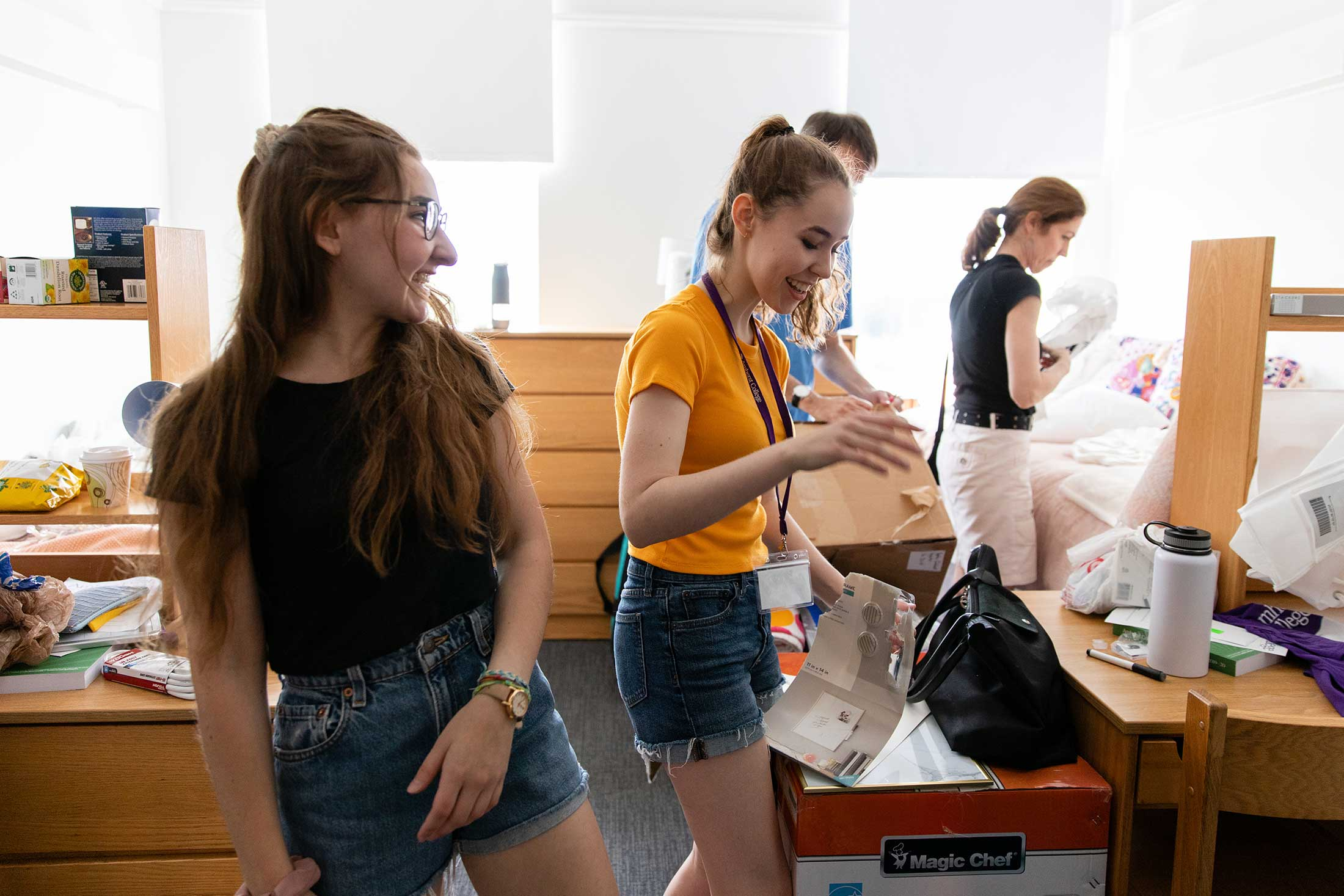 New roommates meet during move-in day at Amherst College