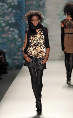 Model Lindsey Scott '06 on runway