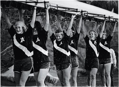 1981 Women's crew carrying shell