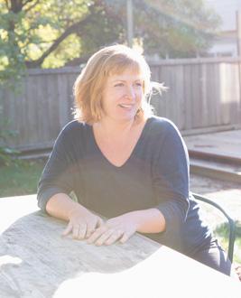 Tess Taylor '00 sitting at picnic table