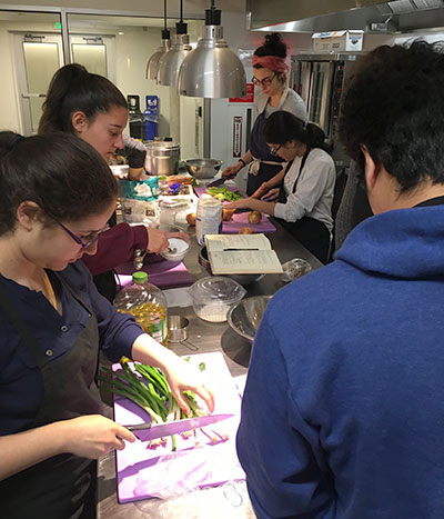 Students cooking during Interterm class