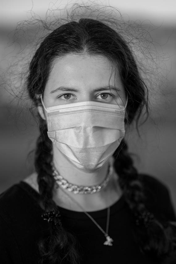 Lidia Gutu wears a mask