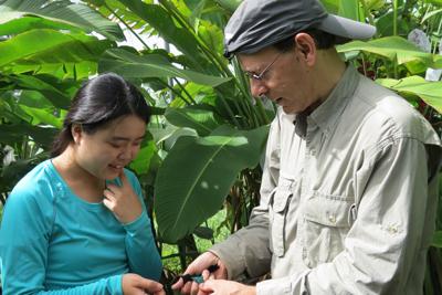 Temeles and student Se Yeon Cho examine hummingbird