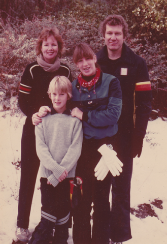 Tom Rounds '58 and family - 1978.PNG